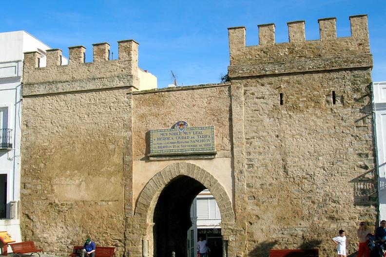 Городские стены Севильи - надежный отпор для врагов прошлого