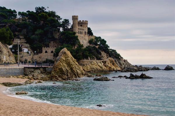 Достопримечательности Ллорет де мар замок на пляже