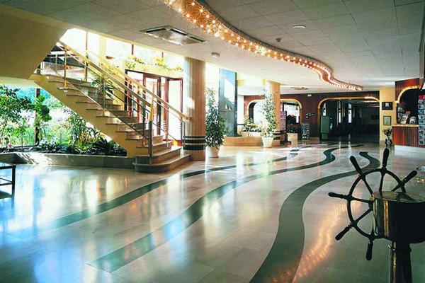 лобби отеля Салоу парк
