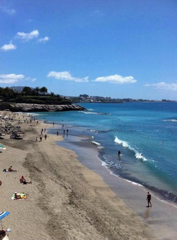 Пляж Фаньябе на Тенерифе в марте.