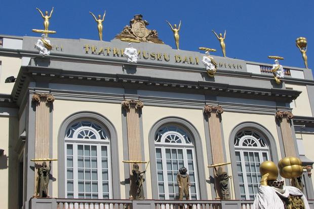 Один из фасадов здания музея в Фигерасе.