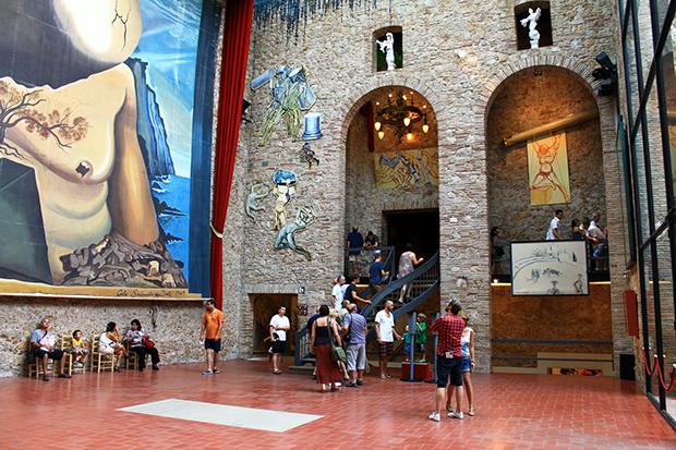 Экспозиции музея великого художника-сюрреалиста.