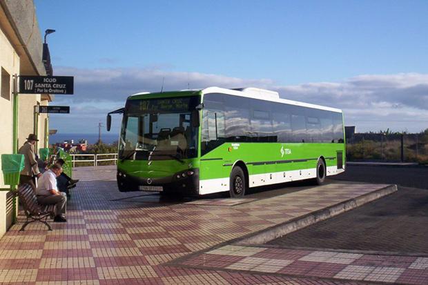 Абонемент на проезд в автобусе поможет сэкономить деньги.