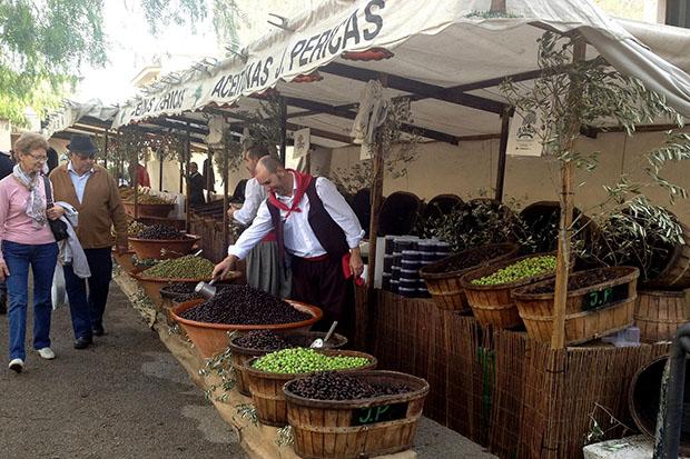 На фестивале оливок можно увидеть процесс изготовления оливкового масла.