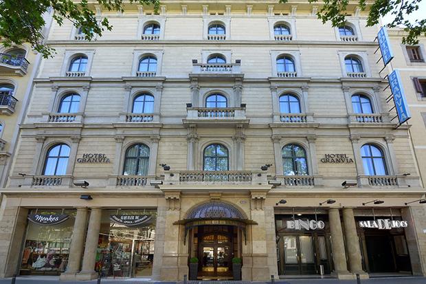 Гостиница расположена очень удобно — недалеко от туристического центра города.