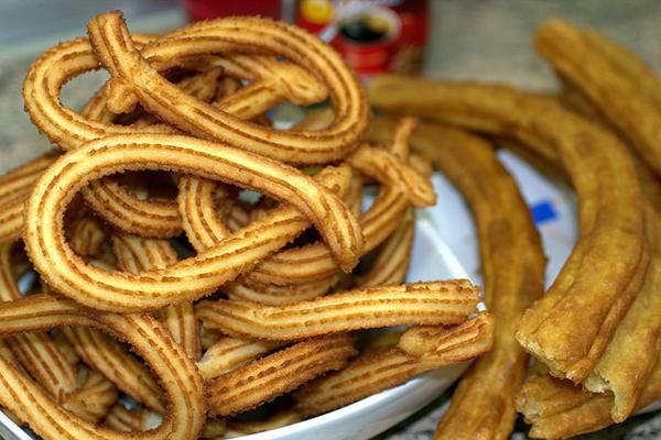 Пончики чуррос — достояние испанской национальной кухни.