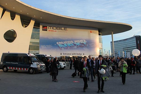 Выставка мобильной индустрии собирает тысячи посетителей со всего мира.