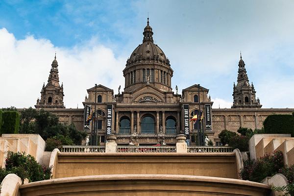 Национальный музей Каталонии расположен в старинном дворце.