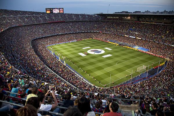 Стадион Camp Nou третий по величине в мире.