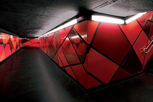 Станция Drassanes входит в десятку самых красивых станций в мире.