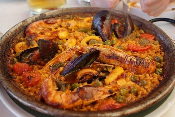 Вариант с морепродуктами можно приготовить и в домашних условиях.