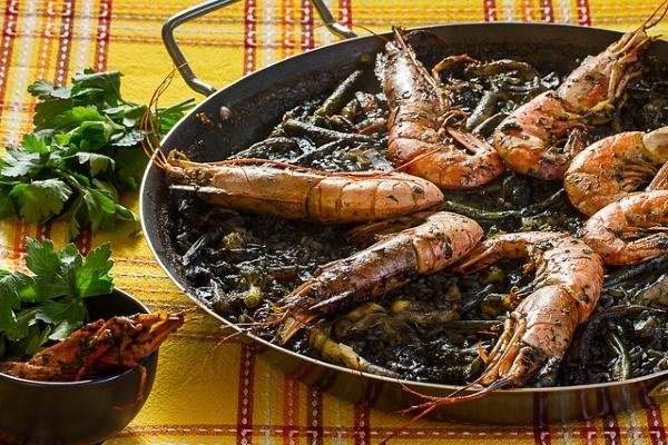 Если в рис добавить чернила каракатиц, то получится чёрная паэлья.