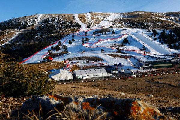 Лыжные трассы, сделанные с помощью снежных пушек.