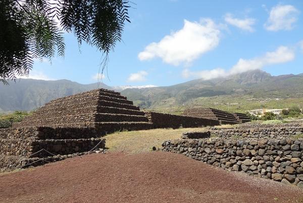 Ступеньчатые пирамиды расположены в городе Гуимар.