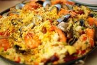 Паэлья с морепродуктами — традиционное испанское блюдо.