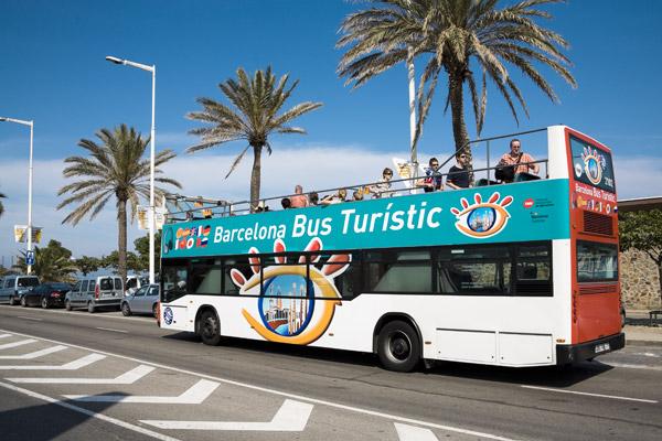 Автобусы Barcelona Bus Turistic знакомят туристов с основными достопримечательностями города.