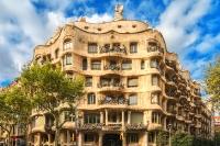 Дом Мила — это жилое здание и памятник архитектуры.
