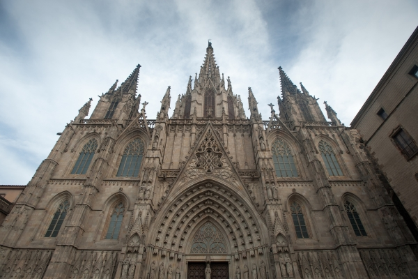 В готическом квартале Барселоны обязательно посетите собор Святой Евлалии.