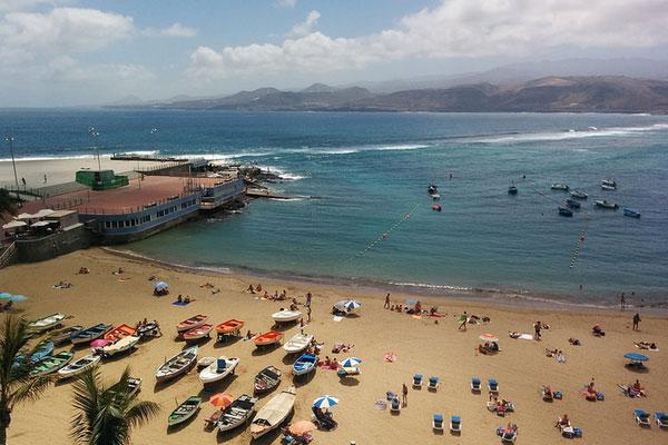 На остров Гран Канария едут испанские нудисты.