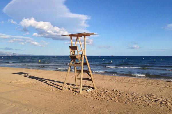 Безлюдный пляж в Салоу.