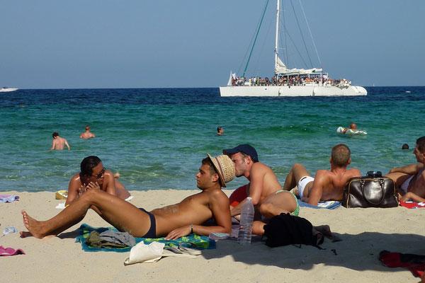Яхта в Средиземном море.