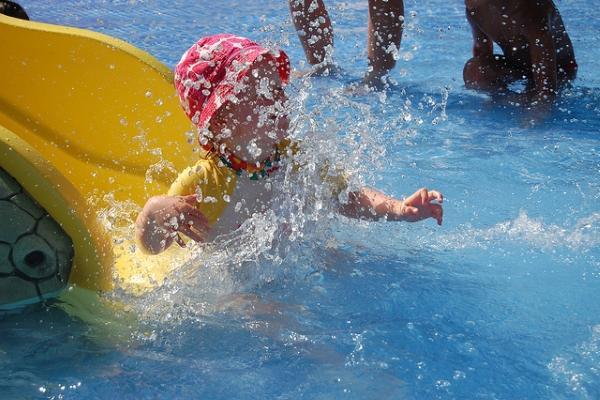 Отдыхающие с детьми могут посетить зоопарк или аквапарк.
