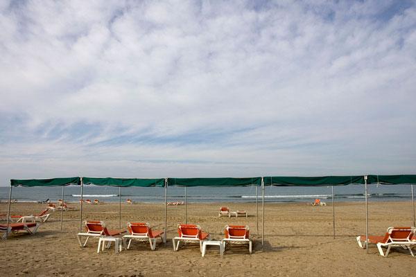 Песчаная пляжная полоса в Ла Пинеда — Каста Дорада.