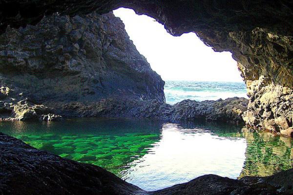 Бассейн в пещере.