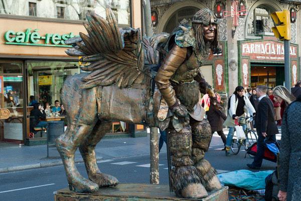 Ожившая статуя кентавра.