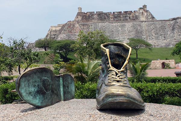 Скульптура «Обувь».