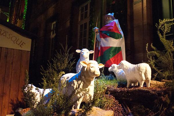 Скульптурная группа «Баск и овцы».