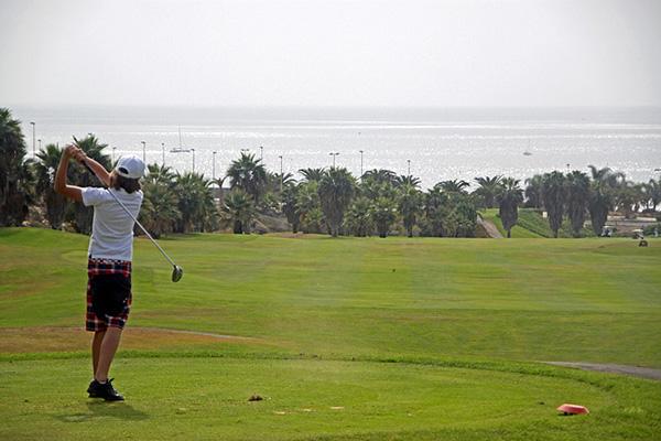Поле для гольфа.