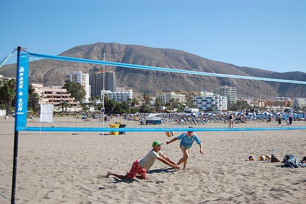 Волейбол на пляже.