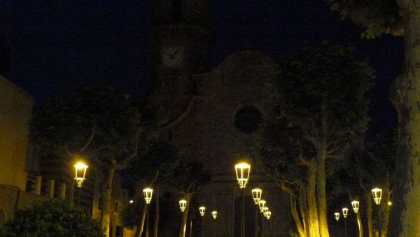 Церковь Сант-Николау ночью.