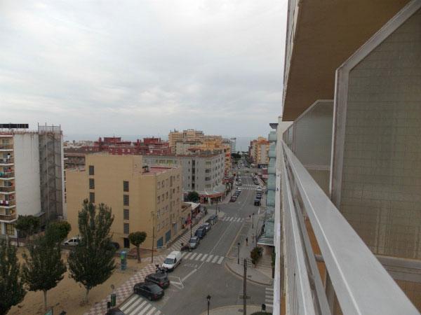 Вид на город из окна отеля.