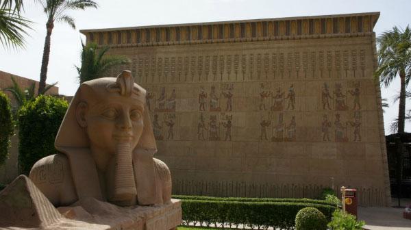 Статуя сфинкса.
