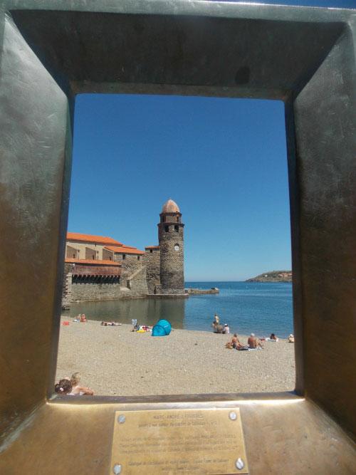 Крепость на берегу.