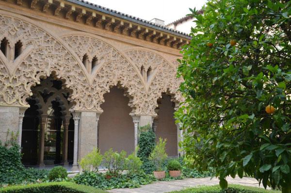 Дворец Альхаферия.