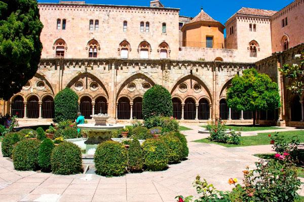 Сад собора.