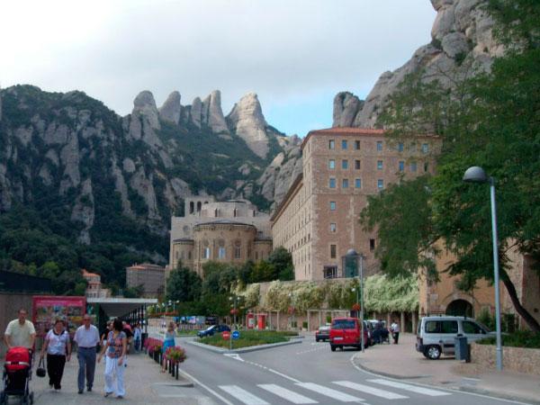 Посещение монастыря.