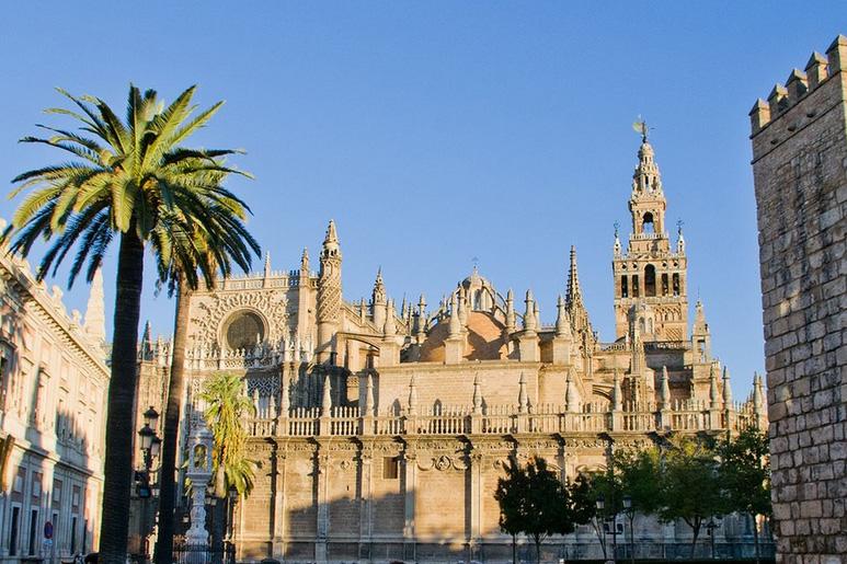 Самый огромный кафедральный собор в Севильи