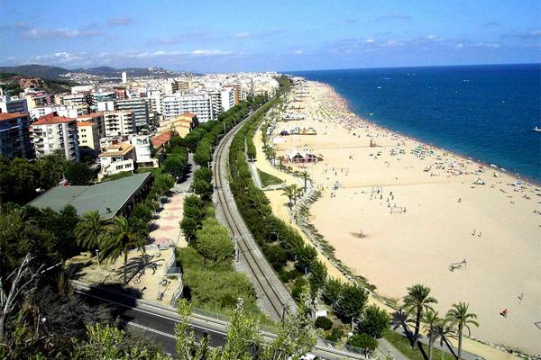 Побережье курортного города Калелья в Испании