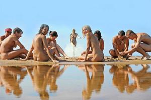 Любителям загорать топлесс — пляжи в Испании