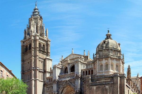 В Толедо также обязательно посетите городской кафедральный собор Святой Марии