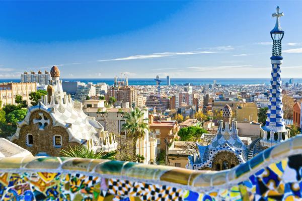Вид с обзорной площадки в Парке Гуэль на Барселону