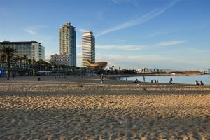 Пляж Барселонета в Барселоне самый большой в Барселоне