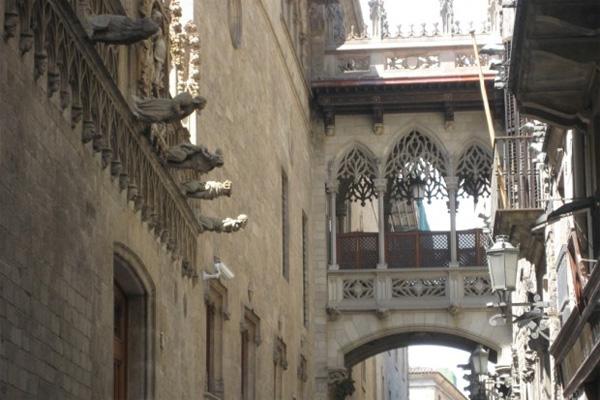 готический квартал Барселоны - интересный город Испании