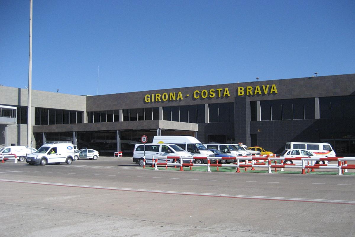 Аэропорт Жироны находится в 12 километрах от города.