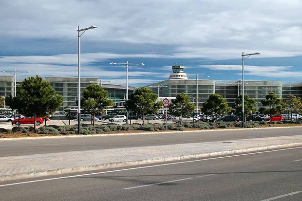 Автобусы в Салоу отправляются от терминала №1 аэропорта El Prat.
