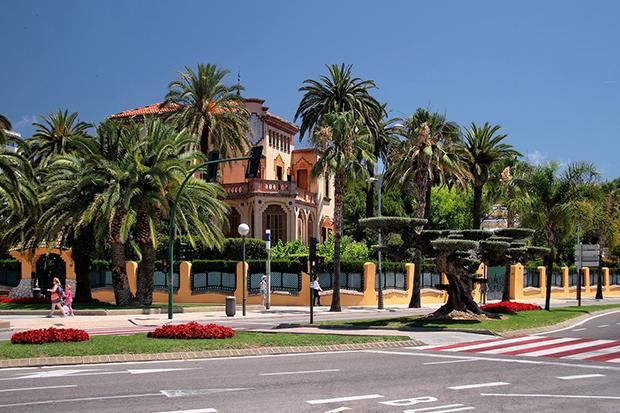 Этот каталонский город может похвастаться отличными дорогами и обилием бесплатных парковок.
